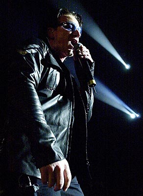 U2 lead singer Bono on stage at the Air Canada Centre during the band's Elevation Tour 2001 in Toronto, Thursday, May 24, 2001; Photo: CP PHOTO/Aaron Harris