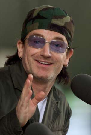 """Bono, lead singer of the rock group """"U2,"""" addresses the 2001 graduating class of Harvard College during class day ceremonies June 6, 2001 in Harvard Yard in Cambridge, Massachusetts. Bono, chosen by the graduates to address them on class day, spoke extensively about his efforts on behalf of debt relief for third world countries. REUTERS/Jim Bourg"""