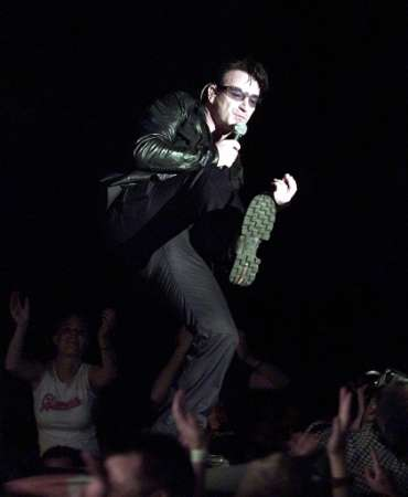 Bono, lead singer of rock group U2, performs on stage in the Hallenstadion in Zurich, July 23, 2001. U2 play two concerts in Zurich during their 33-date summer Europe tour. REUTERS SCHWEIZ/Siggi Bucher