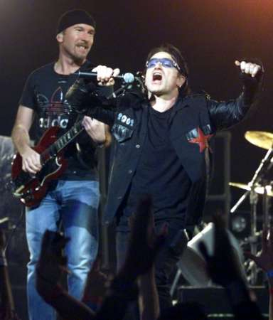 "U2 band members, ""The Edge"" (L) and ""Bono,"" perform in Miami during the pop group's final concert in their ""Elevation Tour"" December 2, 2001. U2 performed 113 concerts in their run through North America. REUTERS/Colin Braley"