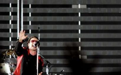 Irish singer Bono of the band U2 perfoms during a concert at the Olympic Stadium in Rome July 23, 2005. The band is in Italy as part of their 'Vertigo 2005' world tour. REUTERS/Alessia Pierdomenico
