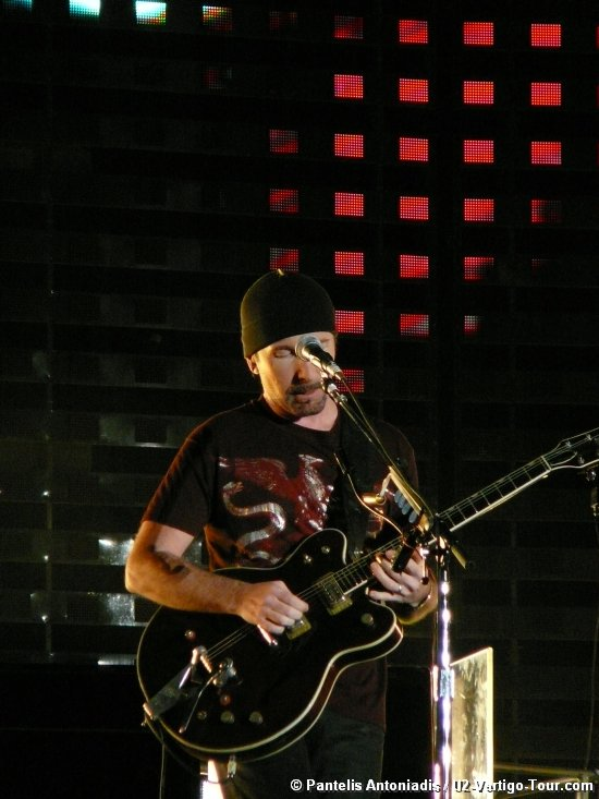 Photo by Pantelis Antoniadis / U2-Vertigo-Tour.com