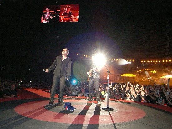 Photo by Andreas Kannemann / U2-Vertigo-Tour.com
