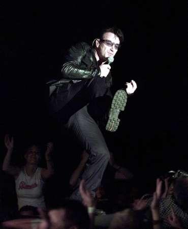Bono, lead singer of rock group U2, performs on stage in the Hallenstadion in Zurich, July 23, 2001. U2 play two concerts in Zurich during their 33-date summer Europe tour. REUTERS SCHWEIZ/Siggi Bucher