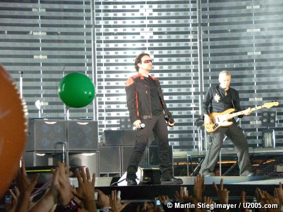 Photo by Martin Stieglmayer / U2005.com