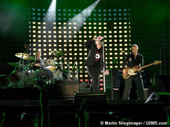Photo by Martin Stieglmayer / U2005.com