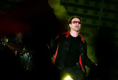 Irish singer Bono of the band U2 performs during a concert at the Olympic Stadium in Rome July 23, 2005. The band is in Italy as part of their 'Vertigo 2005' world tour. REUTERS/Alessia Pierdomenico