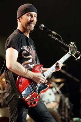 U2 guitarist The Edge performs during the Vertigo Tour at Madison Square Garden in New York, Nov. 21, 2005. (AP Photo/Jeff Christensen)