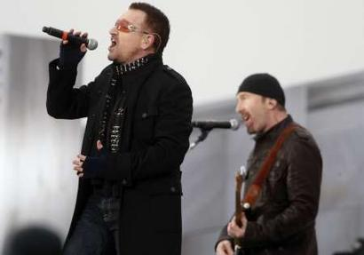 U2 singer Bono (L) and guitarist 'The Edge' perform at the 'We Are One': Opening Inaugural Celebration at the Lincoln Memorial Washington January 18, 2009. REUTERS/Jim Young (UNITED STATES)