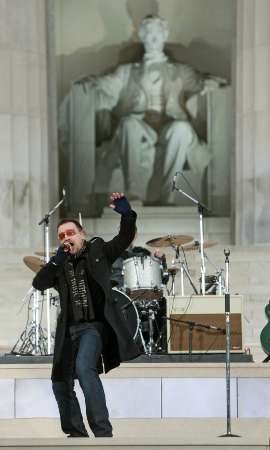 Bono of U2 performs 'In the Name of Love' during the 'We Are One' Opening Inaugural Celebration at the Lincoln Memorial in Washington January 18, 2009. REUTERS/Jason Reed (UNITED STATES)