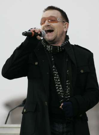 Bono of U2 performs during the We Are One: Opening Inaugural Celebration at the Lincoln Memorial in Washington January 18, 2009. REUTERS/Molly Riley (UNITED STATES)
