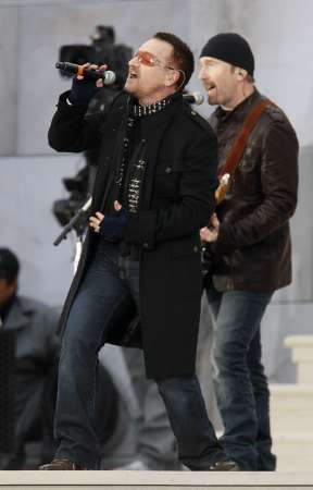 Bono (L), and The Edge of U2 perform 'Pride (In the Name of Love)' during the We Are One: Inaugural Celebration at the Lincoln Memorial in Washington January 18, 2009. REUTERS/Gary Hershorn (UNITED STATES)