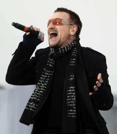 U2 singer Bono performs at the 'We Are One': Opening Inaugural Celebration at the Lincoln Memorial Washington January 18, 2009. REUTERS/Jim Young (UNITED STATES)