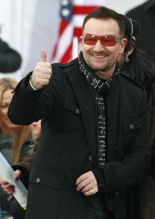 Bono of U2 gestures to the crowd during the We Are One: Inaugural Celebration at the Lincoln Memorial in Washington January 18, 2009. REUTERS/Jason Reed (UNITED STATES)