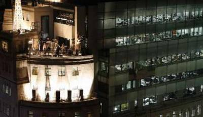"""Irish band U2 play on the roof of the BBC Broadcasting House building in London February 27, 2009. Irish band U2 releases its 12th studio album on Monday, and while reviews are generally glowing, critics argue that lead singer Bono's dual role as rock star and campaigning """"saviour"""" may be meddling with the music. REUTERS/Stephen Hird (BRITAIN)"""